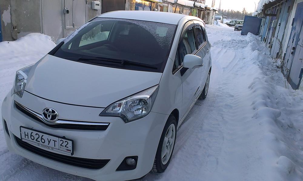 Подержанный Toyota Ractis, отличное состояние, белый , 2011 года выпуска, цена 540 000 руб. в ао. Ханты-Мансийском Автономном округе - Югре