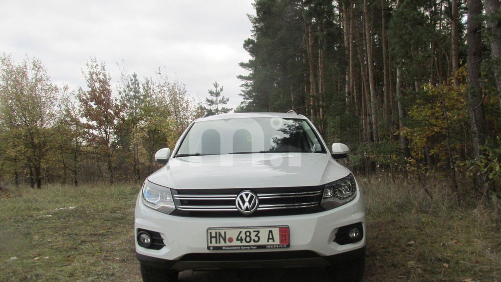 Подержанный Volkswagen Tiguan, отличное состояние, белый , 2014 года выпуска, цена 1 170 000 руб. в Воронежской области