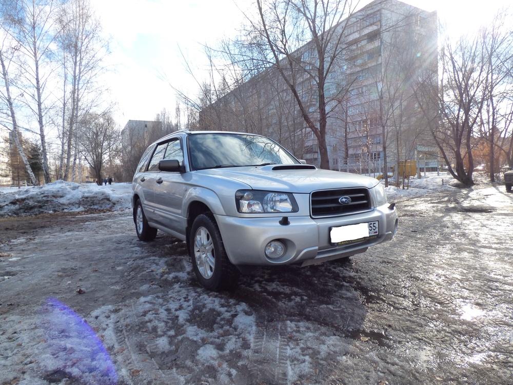 Подержанный Subaru Forester, отличное состояние, серебряный , 2005 года выпуска, цена 555 000 руб. в Омске