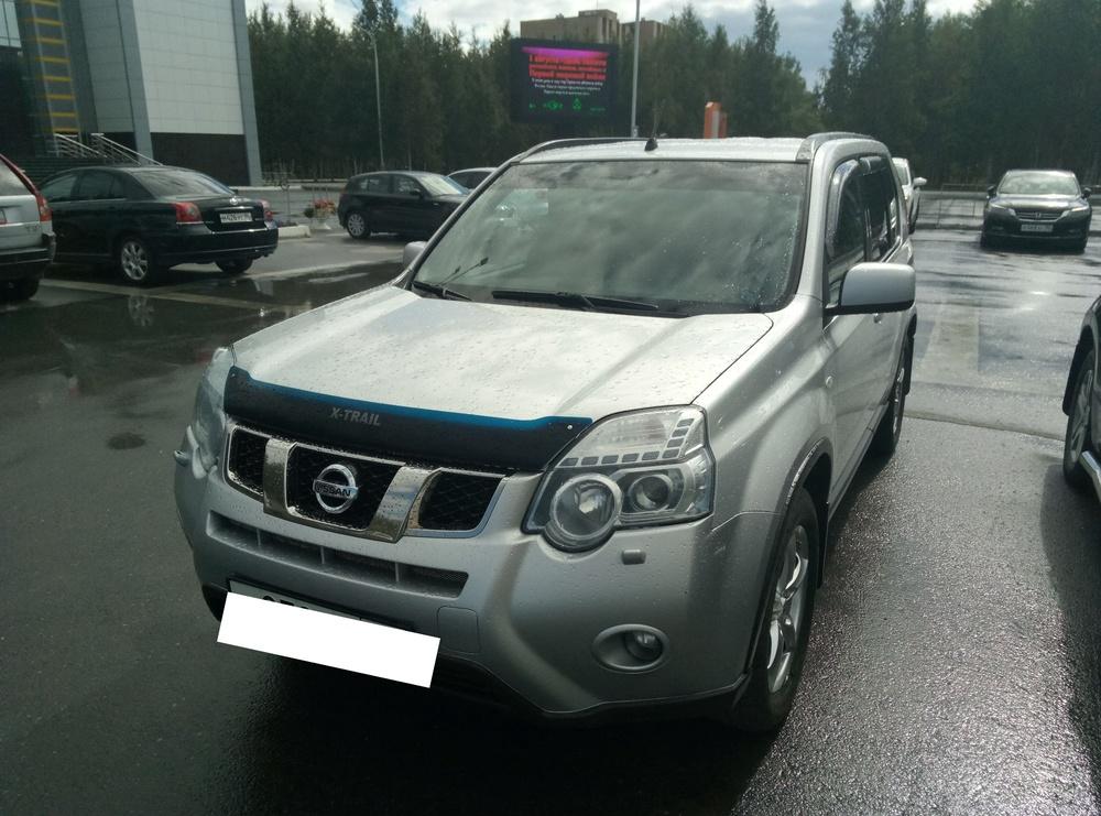 Подержанный Nissan X-Trail, отличное состояние, серебряный , 2012 года выпуска, цена 1 010 000 руб. в ао. Ханты-Мансийском Автономном округе - Югре