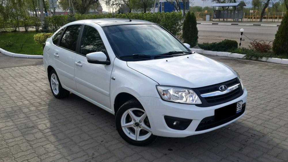 Подержанный ВАЗ (Lada) Granta, отличное состояние, белый , 2014 года выпуска, цена 380 000 руб. в Воронежской области