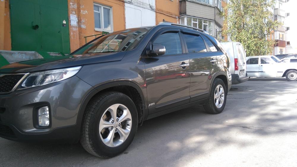 Подержанный Kia Sorento, отличное состояние, серый , 2013 года выпуска, цена 1 280 000 руб. в ао. Ханты-Мансийском Автономном округе - Югре
