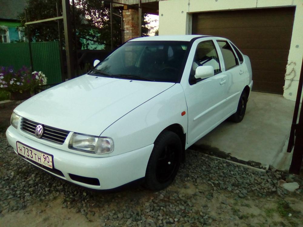 Подержанный Volkswagen Polo, хорошее состояние, белый акрил, 1998 года выпуска, цена 180 000 руб. в Смоленской области