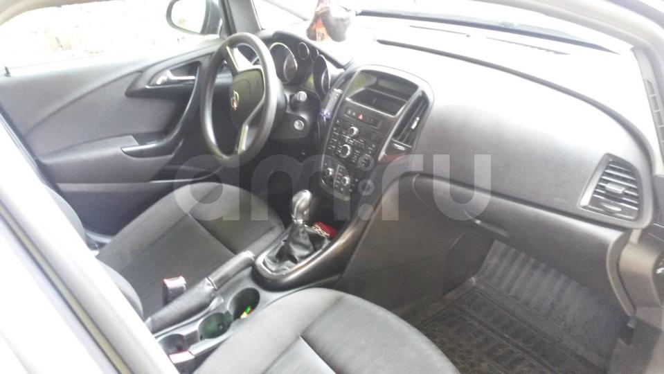 Подержанный Opel Astra, хорошее состояние, мокрый асфальт , 2011 года выпуска, цена 510 000 руб. в Челябинской области