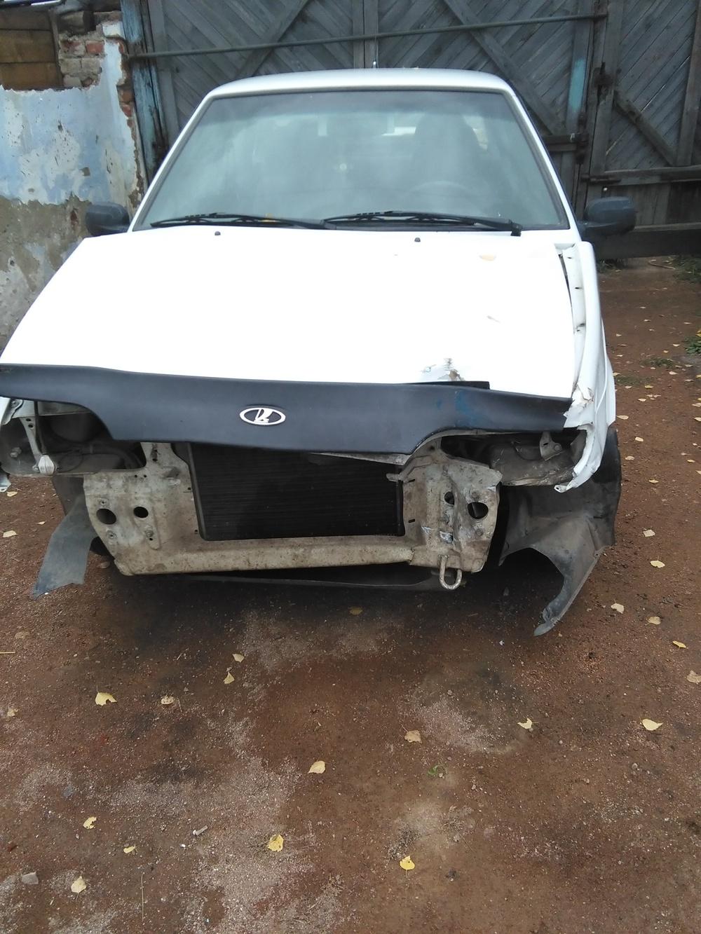 Подержанный ВАЗ (Lada) 2115, битый состояние, белый , 2001 года выпуска, цена 35 000 руб. в Челябинской области