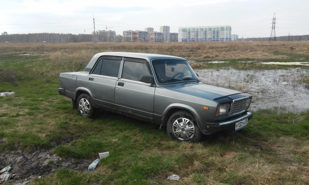 Подержанный ВАЗ (Lada) 2107, хорошее состояние, серебряный , 2010 года выпуска, цена 75 000 руб. в Омске