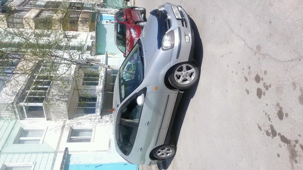 Подержанный Nissan Tino, хорошее состояние, серебряный , 2001 года выпуска, цена 265 000 руб. в ао. Ханты-Мансийском Автономном округе - Югре