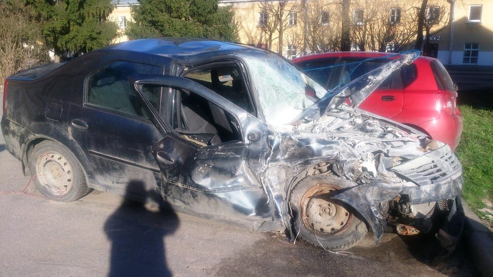 Подержанный Renault Logan, битый состояние, серый металлик, 2010 года выпуска, цена 99 999 руб. в Санкт-Петербурге