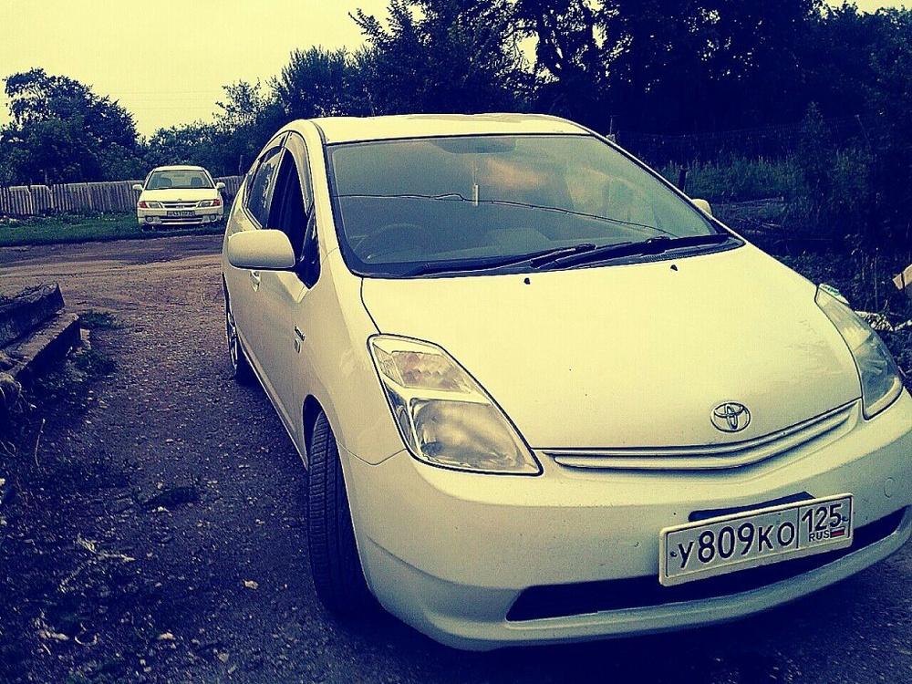 Подержанный Toyota Prius, хорошее состояние, белый перламутр, 2006 года выпуска, цена 430 000 руб. в Владивостоке
