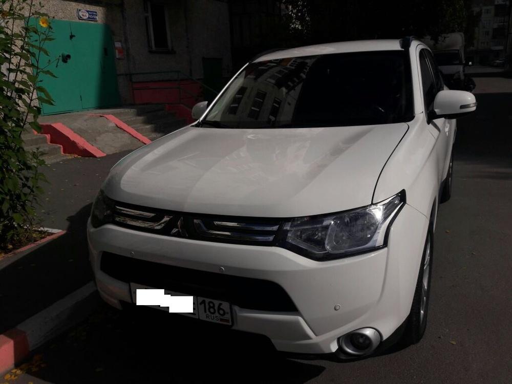 Подержанный Mitsubishi Outlander, хорошее состояние, белый , 2012 года выпуска, цена 1 080 000 руб. в ао. Ханты-Мансийском Автономном округе - Югре