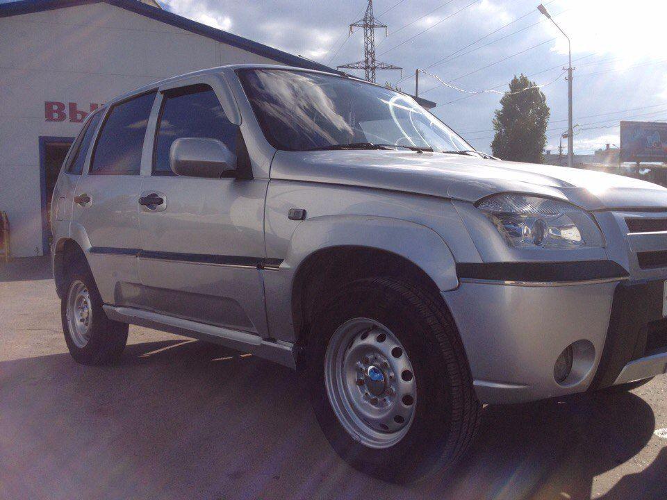 Подержанный Chevrolet Niva, отличное состояние, серебряный , 2006 года выпуска, цена 205 000 руб. в Саратове