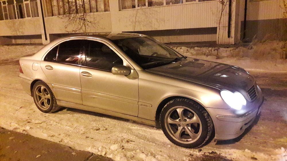 Подержанный Mercedes-Benz C-Класс, отличное состояние, серебряный , 2002 года выпуска, цена 320 000 руб. в ао. Ханты-Мансийском Автономном округе - Югре