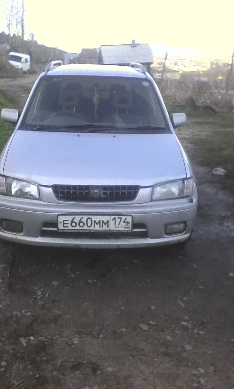 Подержанный Mazda Demio, хорошее состояние, серебряный , 1999 года выпуска, цена 45 000 руб. в Челябинской области