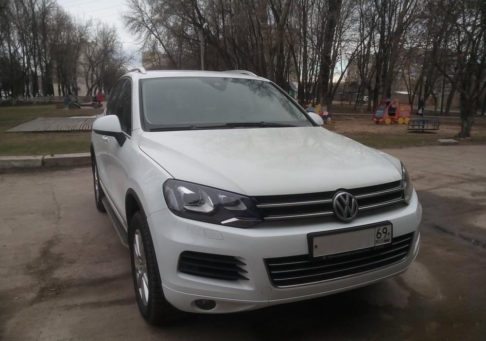 Подержанный Volkswagen Touareg, отличное состояние, белый , 2013 года выпуска, цена 1 690 000 руб. в Твери