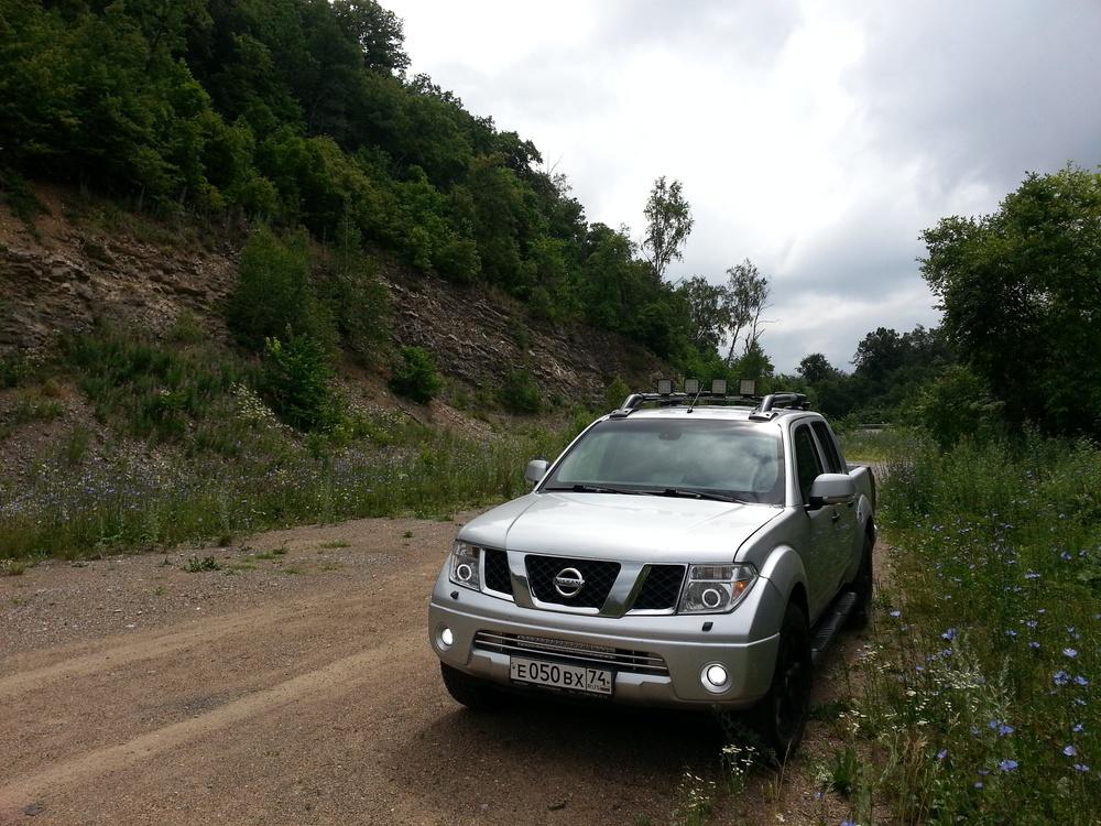 Подержанный Nissan Navara, отличное состояние, серебряный металлик, 2007 года выпуска, цена 680 000 руб. в Челябинской области