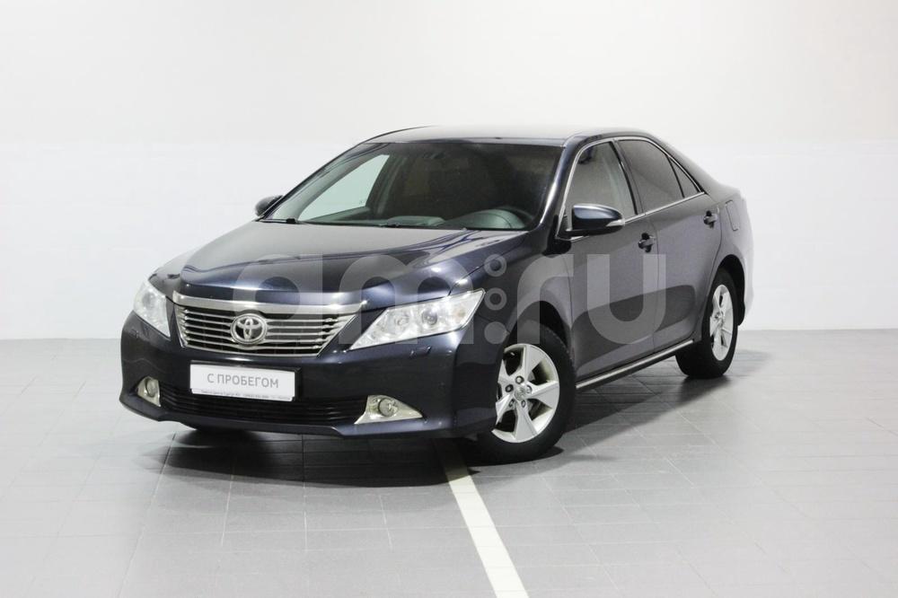 Toyota Camry с пробегом, серый металлик, отличное состояние, 2014 года выпуска, цена 1 246 000 руб. в автосалоне Тойота Центр Сургут Юг (Сургут, тракт Югорский, д. 23, стр. 1)