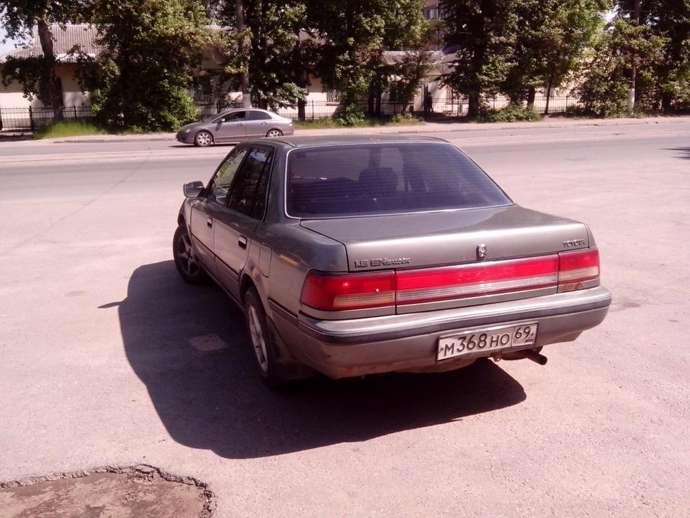 Подержанный Toyota Corona, битый состояние, серый , 1991 года выпуска, цена 27 000 руб. в Твери