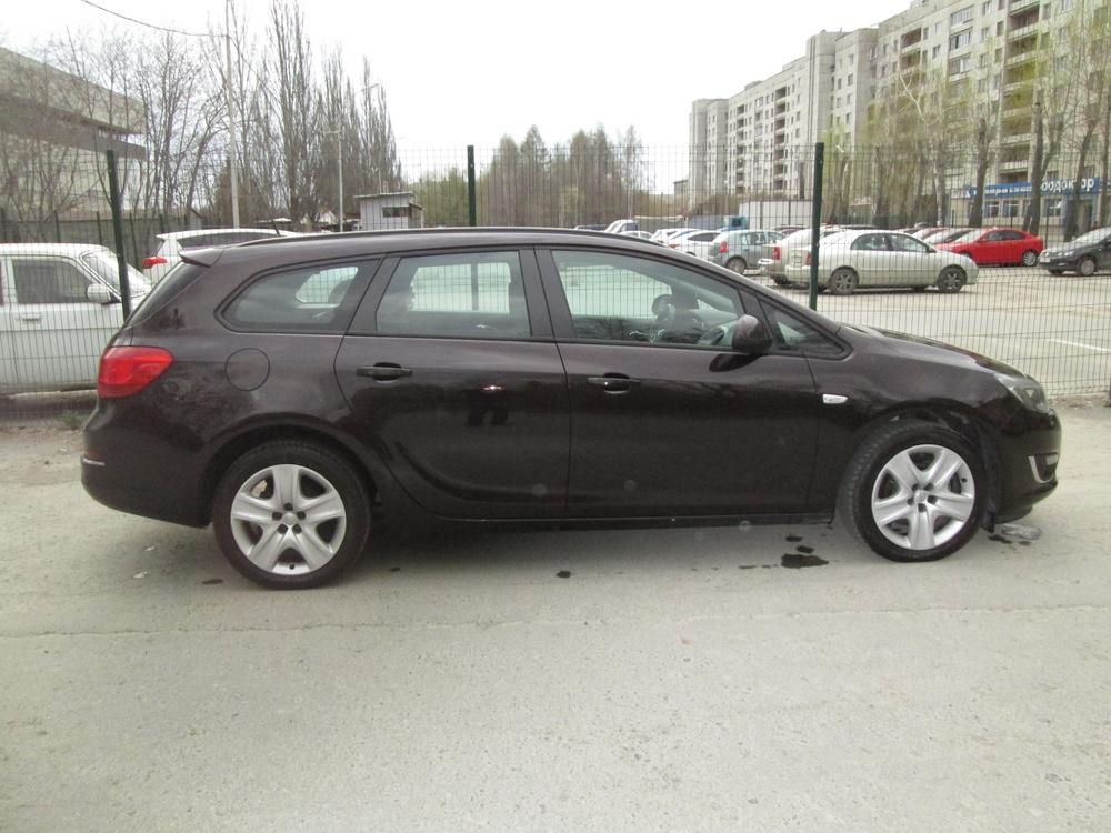 Подержанный Opel Astra, хорошее состояние, коричневый металлик, 2013 года выпуска, цена 620 000 руб. в Екатеринбурге