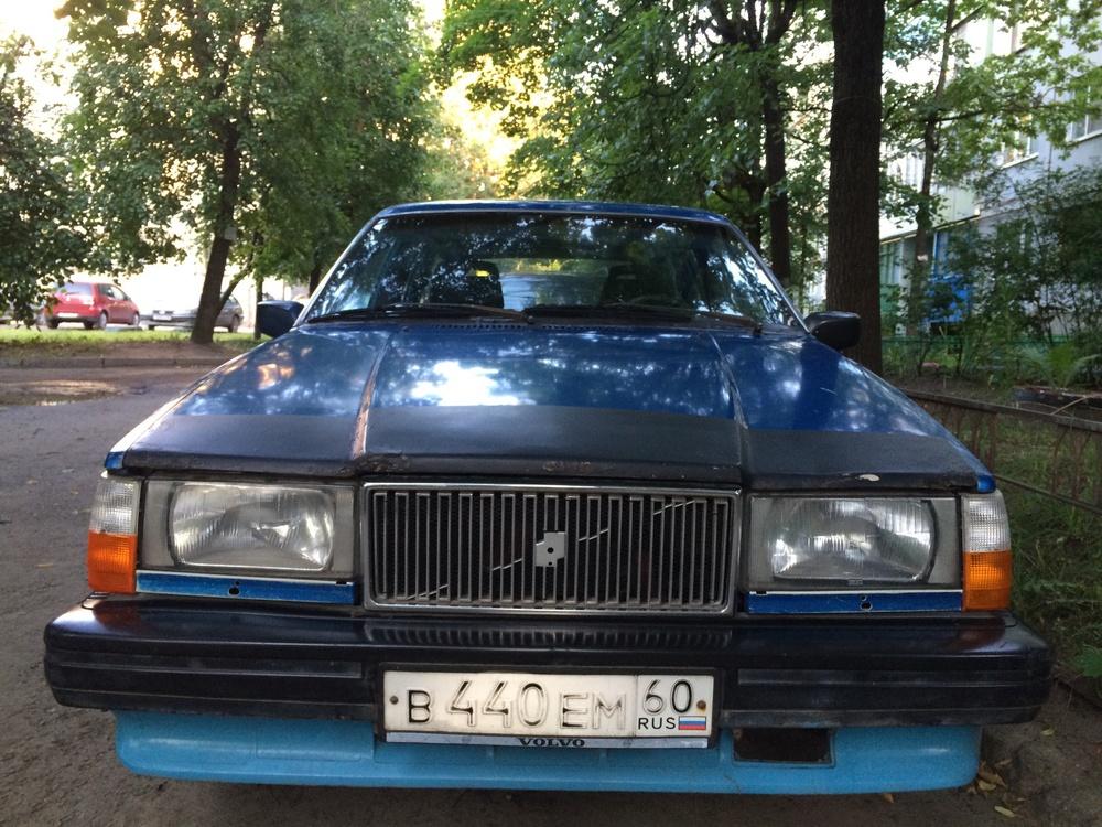 Подержанный Volvo 740, среднее состояние, синий , 1986 года выпуска, цена 35 000 руб. в Пскове