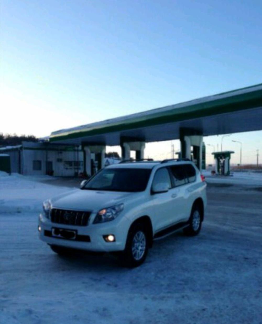 Подержанный Toyota Land Cruiser Prado, отличное состояние, белый перламутр, 2013 года выпуска, цена 2 050 000 руб. в республике Татарстане