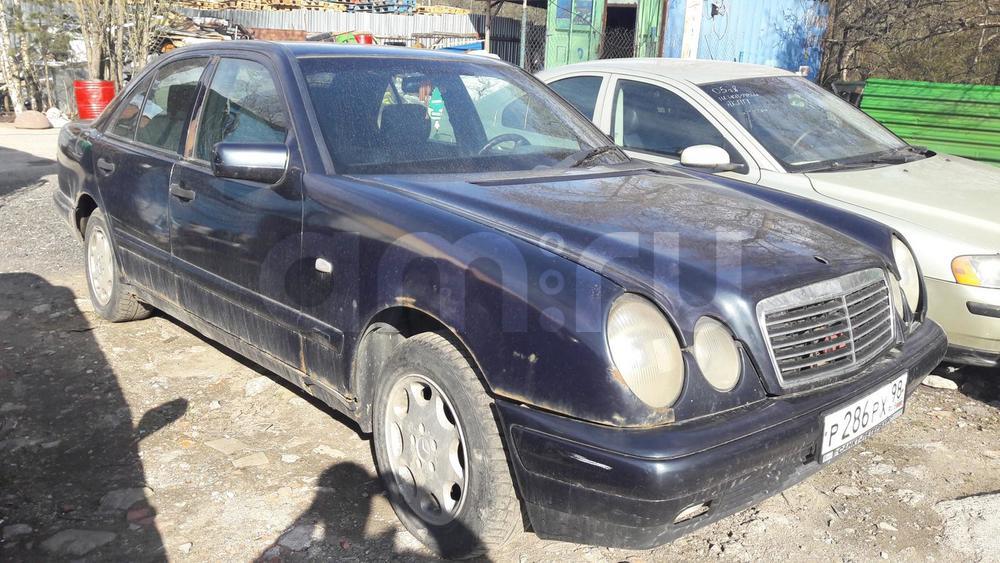 Mercedes-Benz E-Класс с пробегом, черный , среднее состояние, 1996 года выпуска, цена 95 000 руб. в автосалоне ИР-Авто (Санкт-Петербург, пр-кт Ириновский, д. 1С)