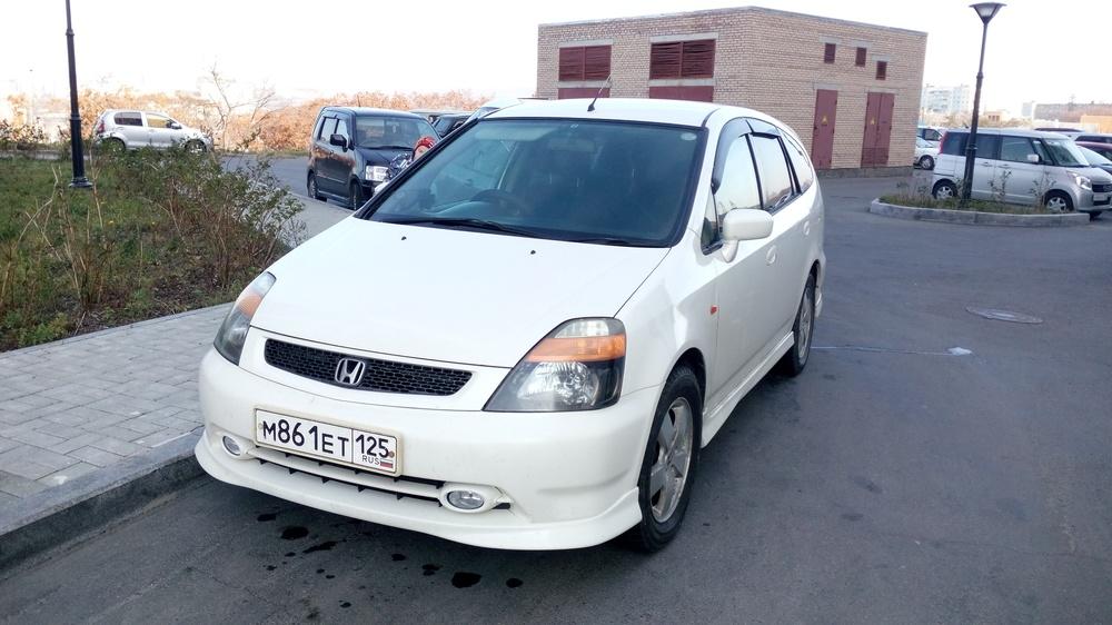 Подержанный Honda Stream, хорошее состояние, белый перламутр, 2001 года выпуска, цена 270 000 руб. в Владивостоке