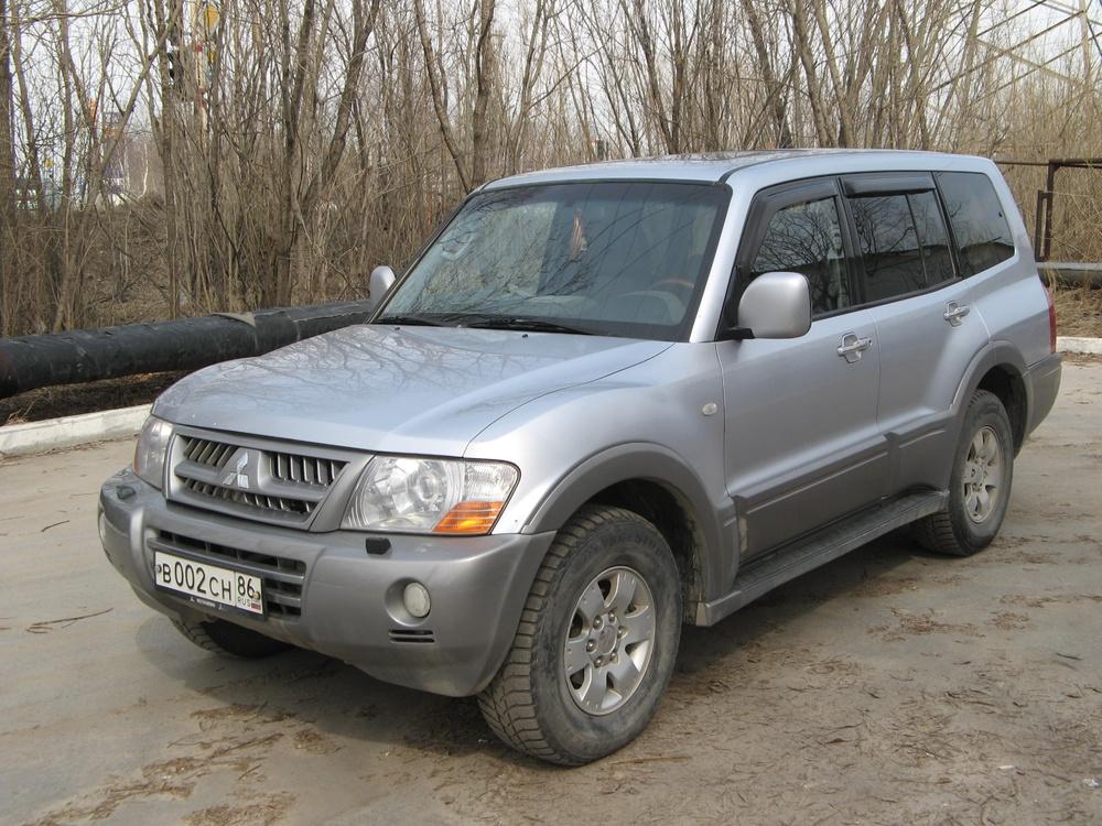 Подержанный Mitsubishi Pajero, хорошее состояние, серебряный , 2003 года выпуска, цена 680 000 руб. в ао. Ханты-Мансийском Автономном округе - Югре