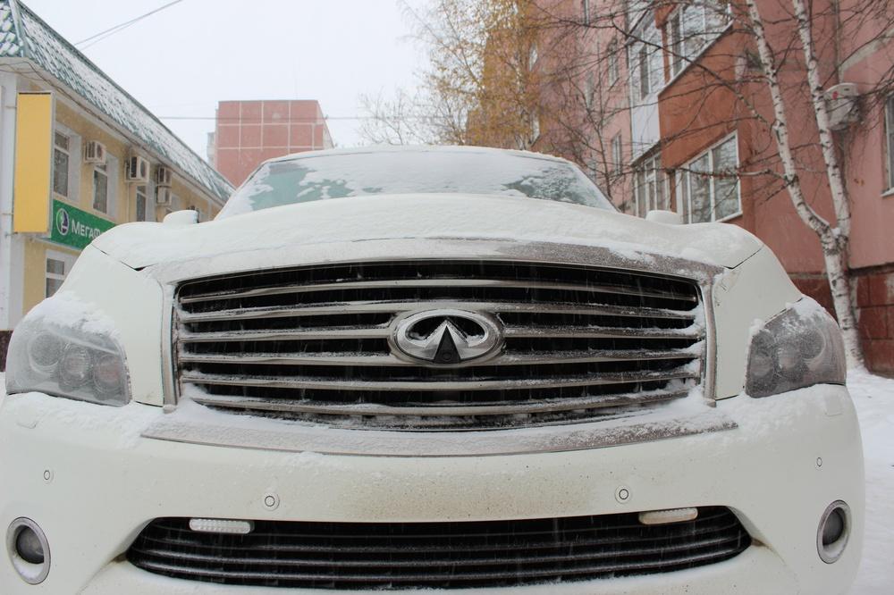 Подержанный Infiniti QX80, отличное состояние, белый , 2014 года выпуска, цена 3 400 000 руб. в ао. Ханты-Мансийском Автономном округе - Югре