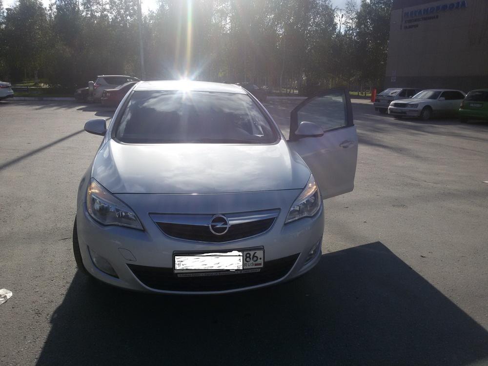 Подержанный Opel Astra, хорошее состояние, серебряный металлик, 2012 года выпуска, цена 530 000 руб. в ао. Ханты-Мансийском Автономном округе - Югре