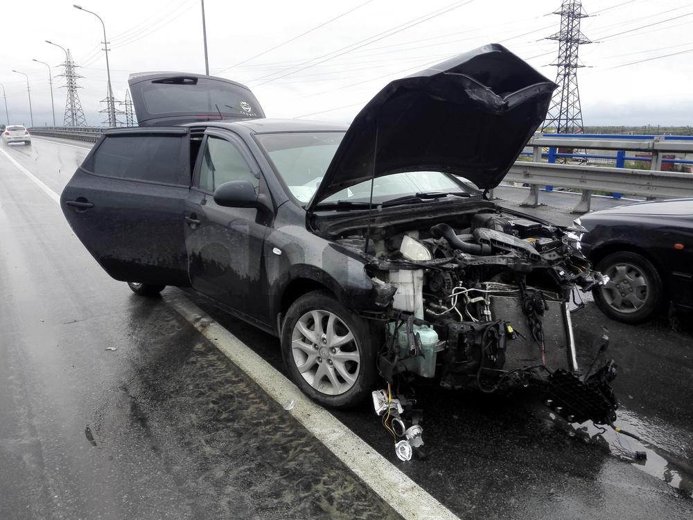 Подержанный Hyundai i30, битый состояние, черный металлик, 2009 года выпуска, цена 250 000 руб. в ао. Ханты-Мансийском Автономном округе - Югре