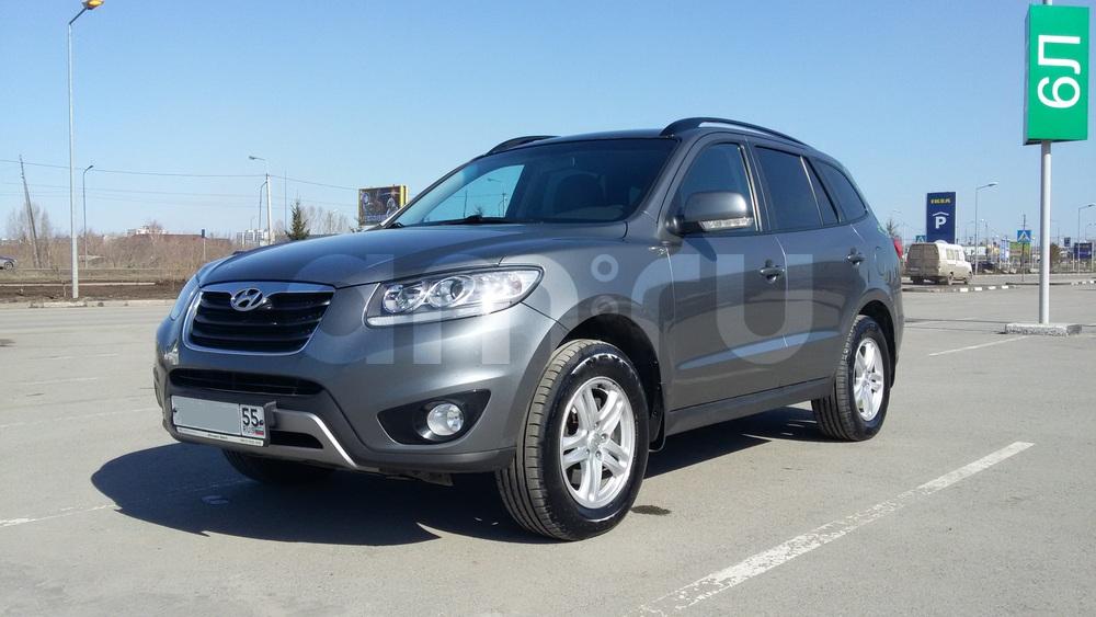 Подержанный Hyundai Santa Fe, хорошее состояние, серый металлик, 2012 года выпуска, цена 950 000 руб. в Омске