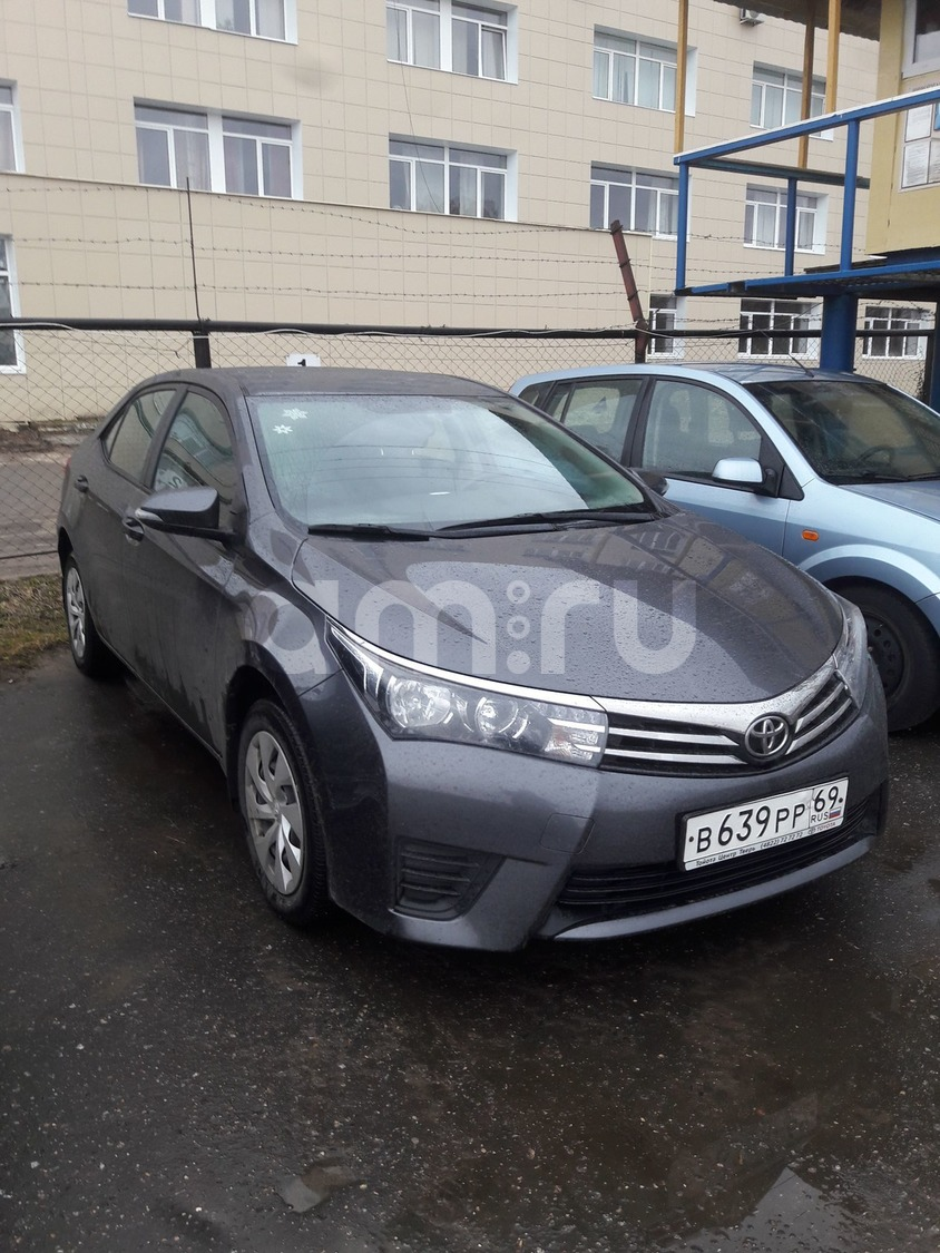 Подержанный Toyota Corolla, отличное состояние, серый металлик, 2013 года выпуска, цена 750 000 руб. в Твери