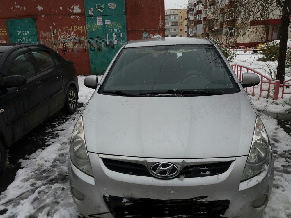 Подержанный Hyundai i20, хорошее состояние, серебряный , 2009 года выпуска, цена 380 000 руб. в ао. Ханты-Мансийском Автономном округе - Югре