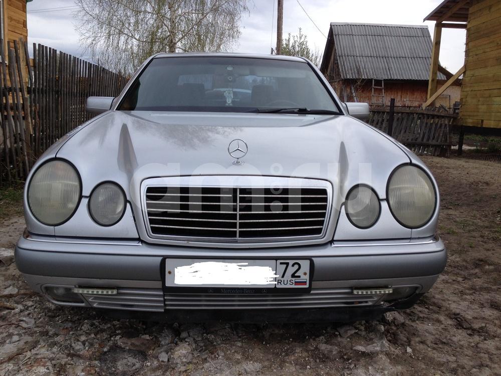 Подержанный Mercedes-Benz E-Класс, среднее состояние, серебряный , 1996 года выпуска, цена 250 000 руб. в Тюмени