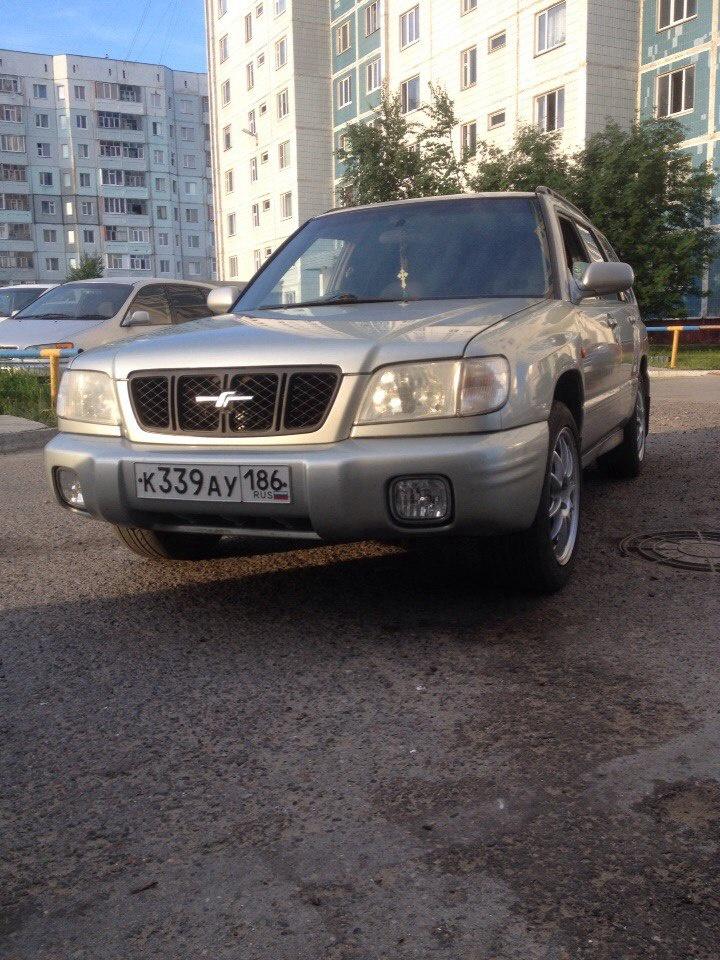 Подержанный Subaru Forester, хорошее состояние, серый , 1999 года выпуска, цена 250 000 руб. в ао. Ханты-Мансийском Автономном округе - Югре