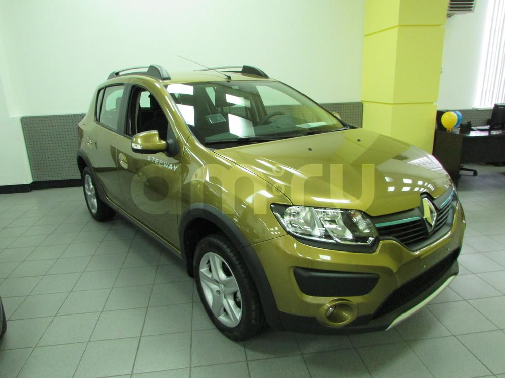 Renault Sandero с пробегом, золотой , отличное состояние, 2015 года выпуска, цена 676 000 руб. в автосалоне  ()