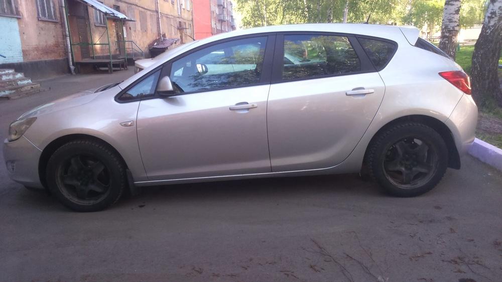 Подержанный Opel Astra, отличное состояние, серебряный , 2012 года выпуска, цена 450 000 руб. в Кемеровской области