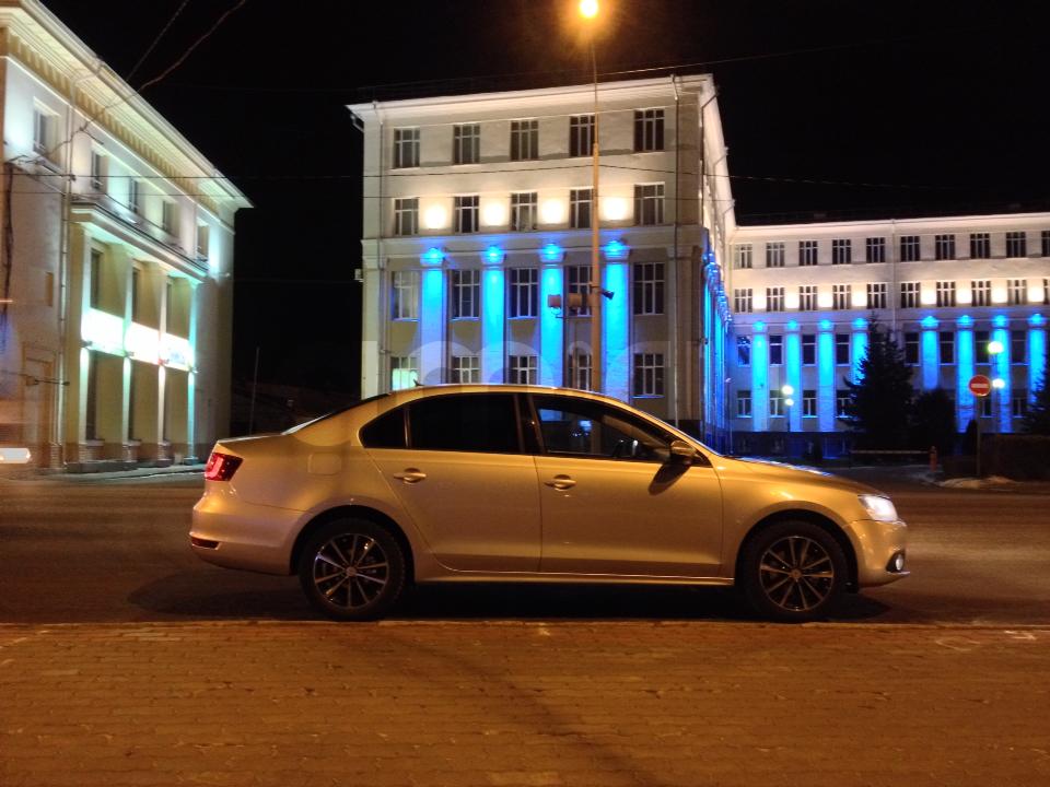 Подержанный Volkswagen Jetta, отличное состояние, серебряный , 2012 года выпуска, цена 570 000 руб. в Архангельске