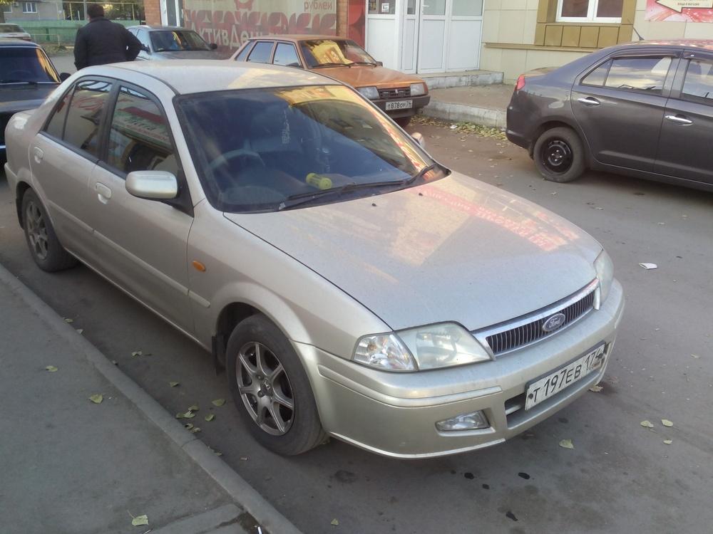 Подержанный Ford Laser, отличное состояние, серебряный металлик, 2003 года выпуска, цена 210 000 руб. в Челябинской области