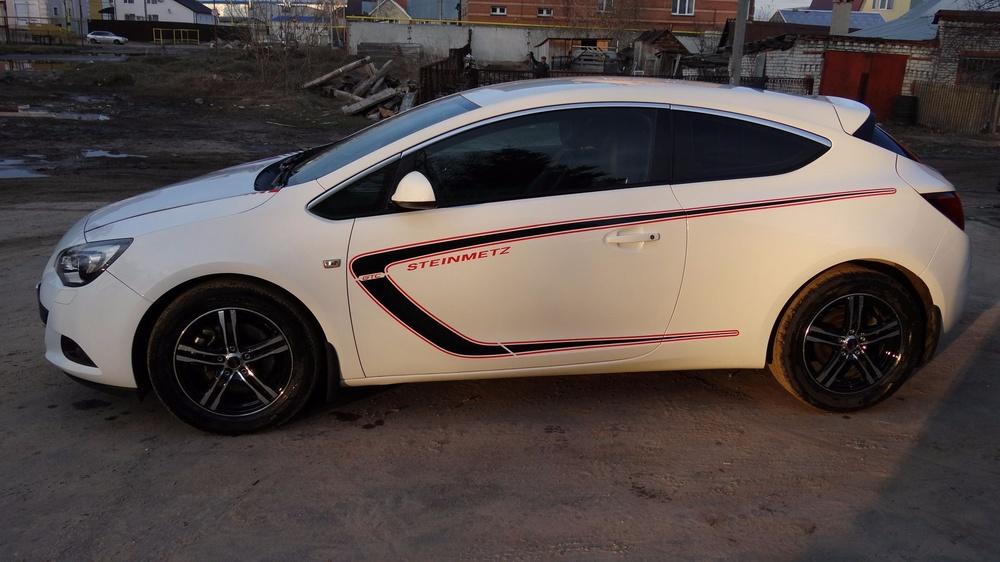 Подержанный Opel Astra, отличное состояние, белый , 2012 года выпуска, цена 595 000 руб. в Ульяновской области