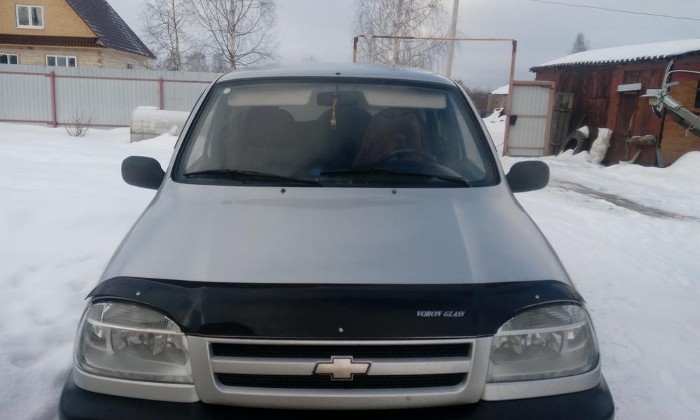 Подержанный Chevrolet Niva, хорошее состояние, серебряный , 2004 года выпуска, цена 199 000 руб. в Тверской области