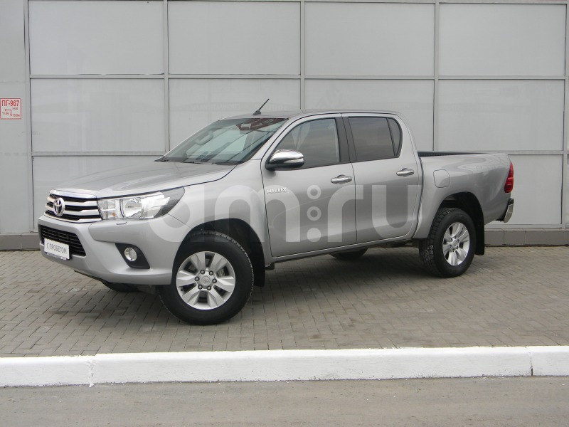 Toyota Hilux с пробегом, серебряный , отличное состояние, 2015 года выпуска, цена 1 890 000 руб. в автосалоне Тойота Центр Омск (Омск, б-р Архитекторов, д. 26)