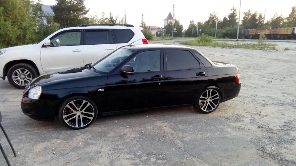 Подержанный ВАЗ (Lada) Priora, битый состояние, черный металлик, 2012 года выпуска, цена 160 000 руб. в ао. Ханты-Мансийском Автономном округе - Югре