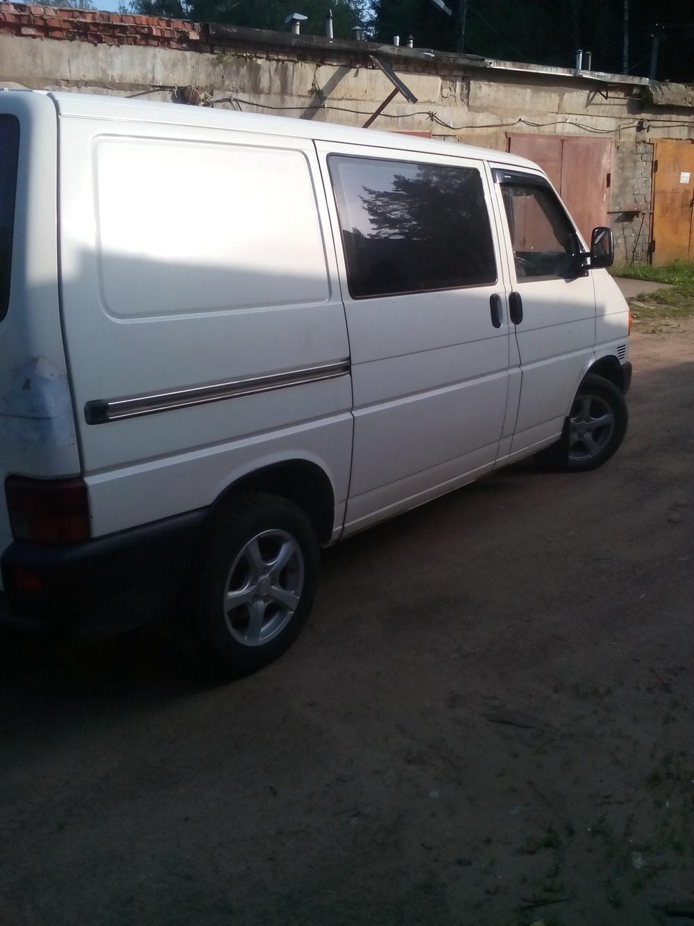 Подержанный Volkswagen Transporter, хорошее состояние, белый , 2000 года выпуска, цена 370 000 руб. в Смоленской области