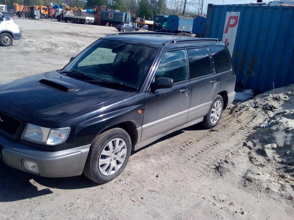 Подержанный Subaru Forester, среднее состояние, черный , 1998 года выпуска, цена 150 000 руб. в ао. Ханты-Мансийском Автономном округе - Югре