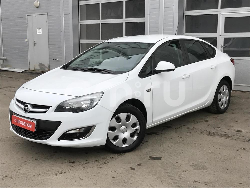 Opel Astra с пробегом, белый , хорошее состояние, 2013 года выпуска, цена 492 000 руб. в автосалоне МАРКА Казань (Казань, ул. Маршала Чуйкова, д. 54Б)