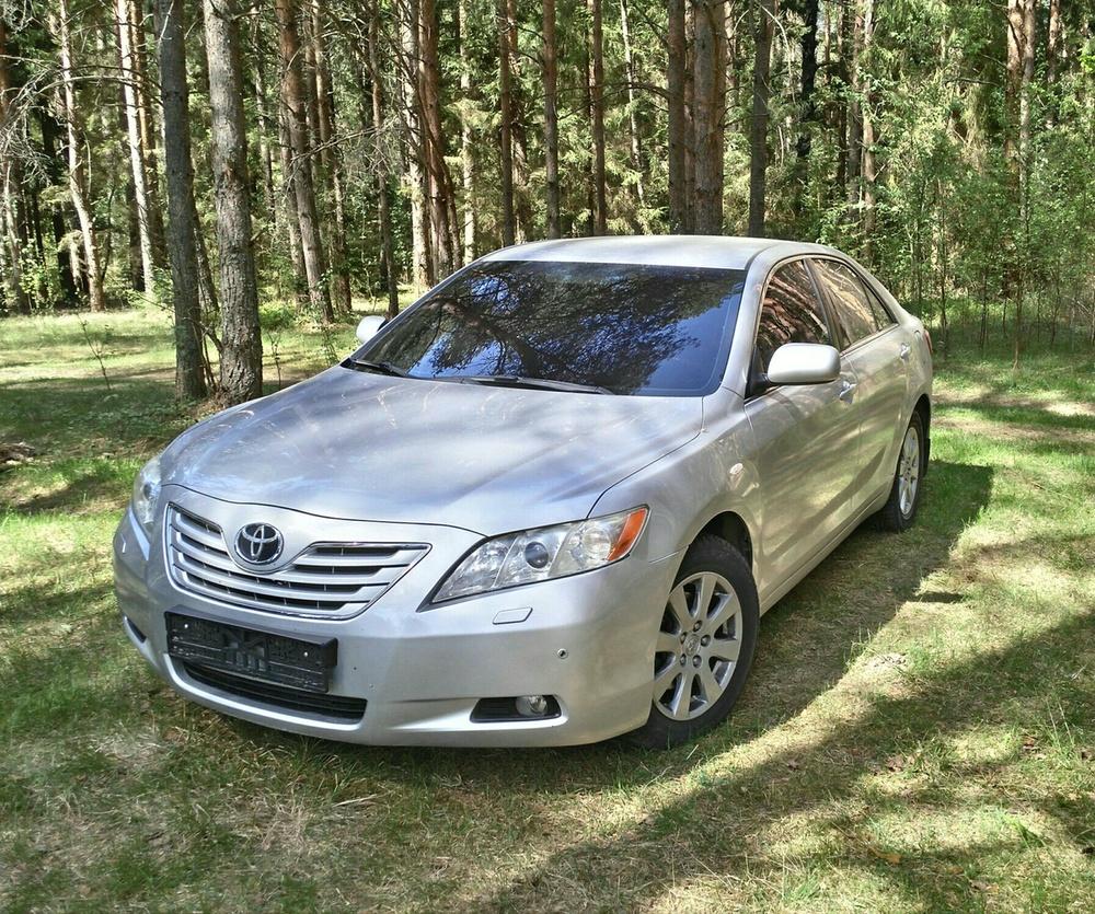 Подержанный Toyota Camry, хорошее состояние, серебряный , 2008 года выпуска, цена 650 000 руб. в Тверской области