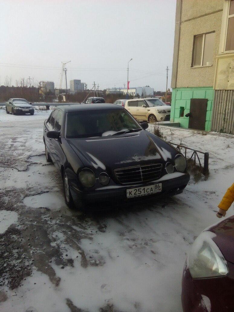 Подержанный Mercedes-Benz E-Класс, хорошее состояние, серый , 2001 года выпуска, цена 420 000 руб. в ао. Ханты-Мансийском Автономном округе - Югре