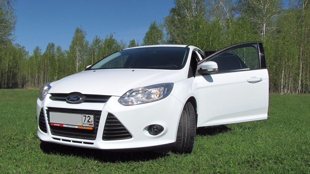 Подержанный Ford Focus, отличное состояние, белый , 2015 года выпуска, цена 670 000 руб. в Тюмени