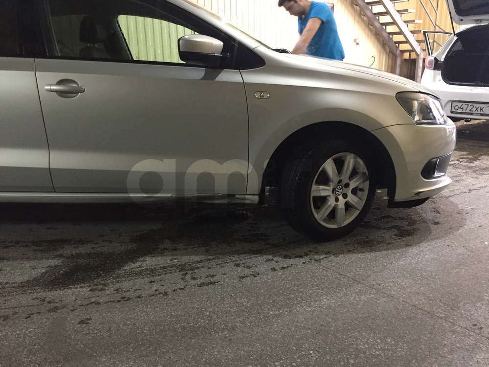Подержанный Volkswagen Polo, среднее состояние, серебряный , 2010 года выпуска, цена 360 000 руб. в Саратове